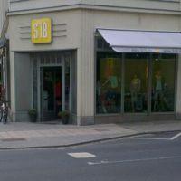 Bild Eingang zum S18 Store in Görl